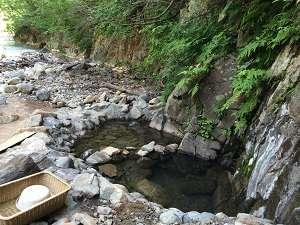 夏油川を目の前に臨む、迫力満点の渓流露天風呂