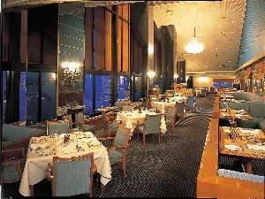 彦根城と美しい琵琶湖を眺めながら、料理をお召しあがりになれます