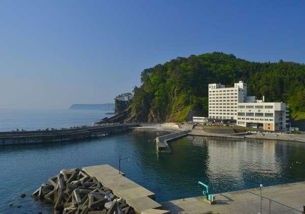 紺碧の海と白亜紀断層を眺め、自然のハーモニーで日々の疲れ癒す海辺のホテルです。