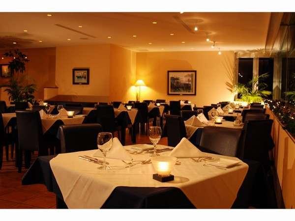 富士山ビューのレストランが食事にアクセントを加えます。