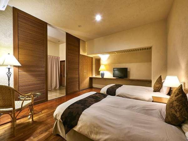 【ヴィレッジ・フォースルーム】ツインベッド&ダブルベッドの3ベッドルーム(客室一例)