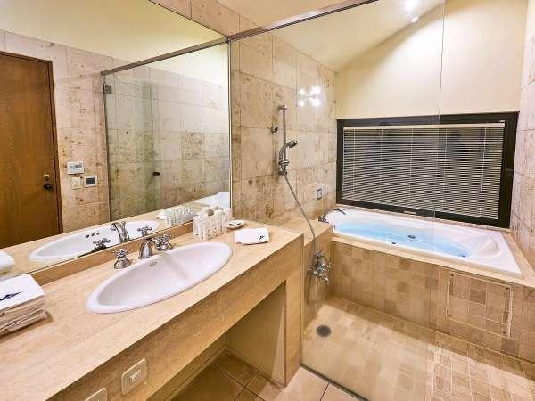 【ヴィレッジ・フォースルーム】富士山の恵み「高濃度バナジウム天然水」でのバスタイムを(客室一例)