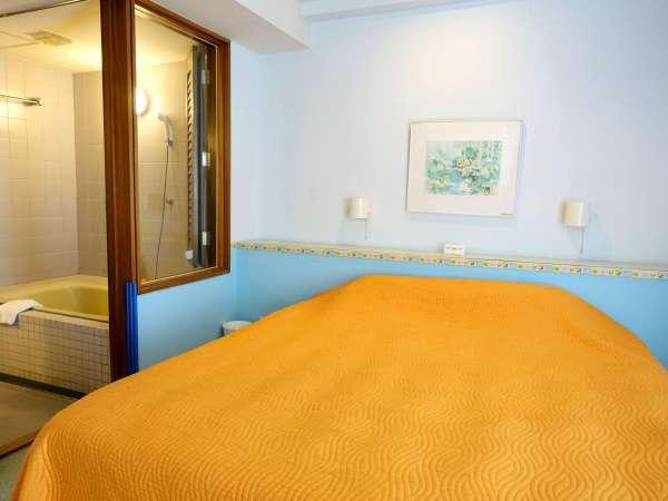 【スポルシオン ベビールーム】大きなサイズのキングベッドでお休みいただけます※客室一例