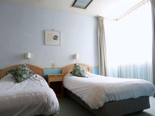 【スポルシオン ベビールーム】キングベッドの他に2ベッドの寝室もございます※客室一例