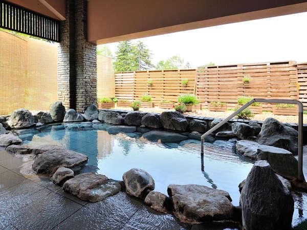 【露天風呂/石の湯】露天風呂 源泉100%かけ流し山の天然温泉です。