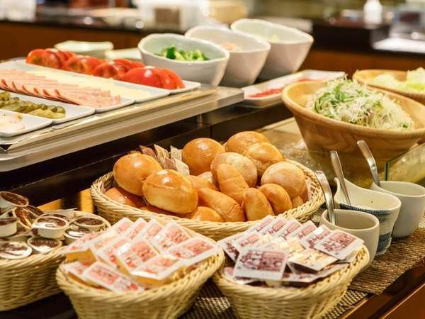 ★1泊朝食★当館自慢の50品目以上朝食バイキング!「漬物ステーキ」や「朴葉味噌」などの郷土料理も好評♪