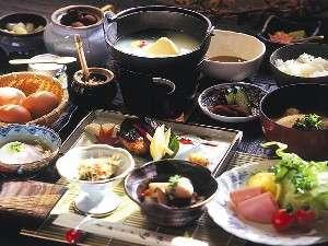 【朝食】地元の新鮮食材をふんだんに使用し、体をいたわる優しいメニュー
