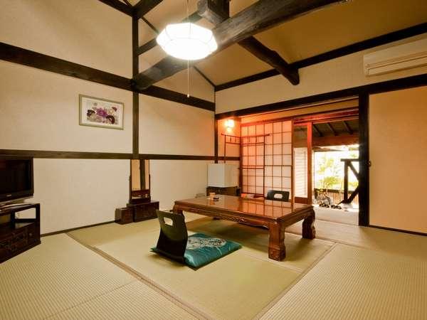 【露天風呂付客室】広々として開放感たっぷりの和室で旅の疲れをお癒し下さい