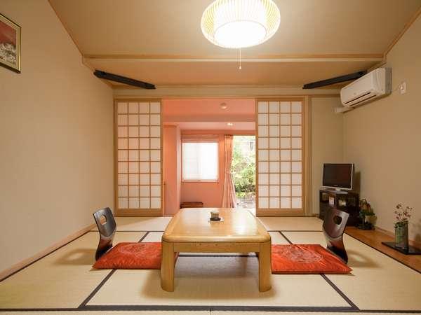 【露天風呂付客室】明るく清潔な客室でゆったりと寛ぎの時間を