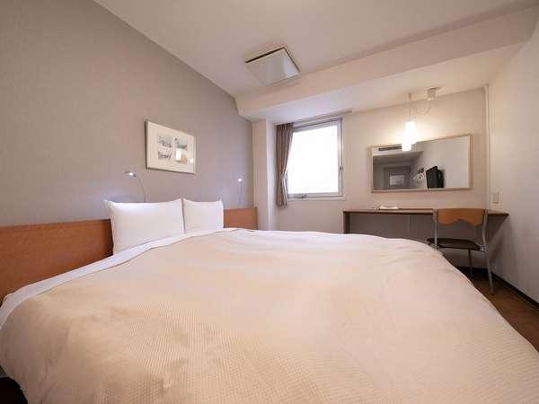 【ダブルルーム】17平米・ベッド幅200cm、キングサイズベッドを使用したホテルで1番広いお部屋