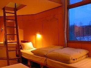 部屋に2階のある山小屋風ロフト部屋