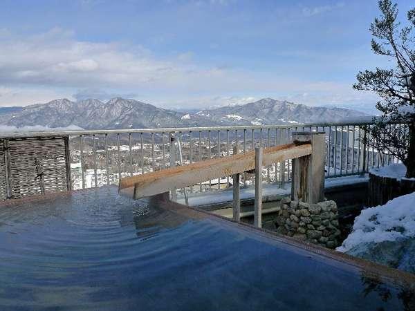 雪の屋上露天風呂「ほの香」