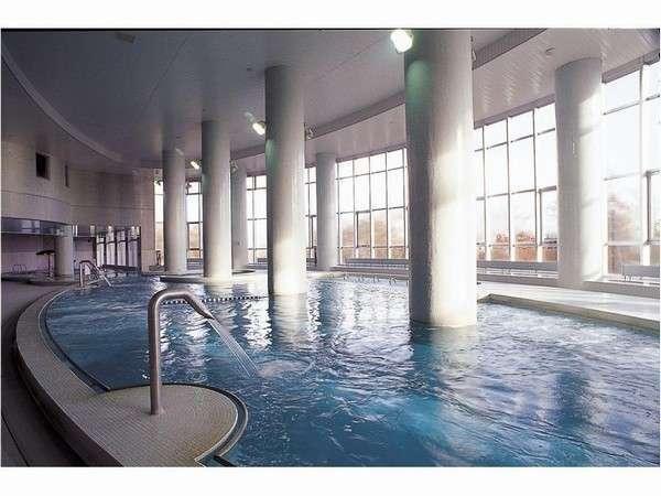 宿泊のお客様は温泉プールの利用が無料!水着持参で美容と癒しの時間を♪