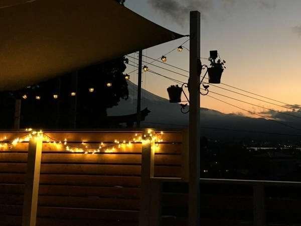 コンパクトコテージ・ウッドデッキからの夕景