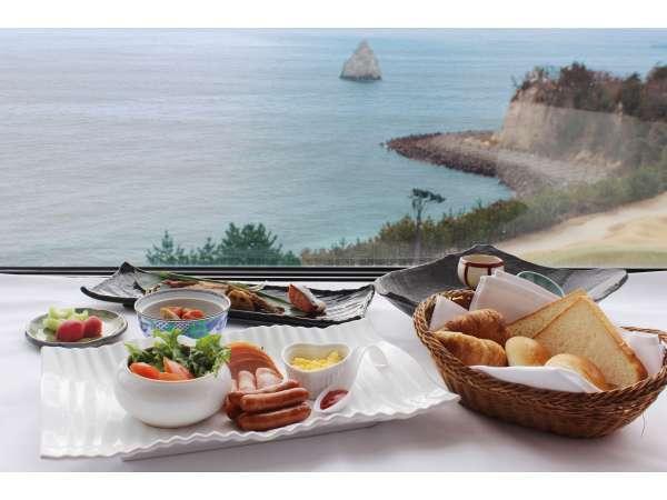 【先取50】バルコニーから太平洋を望む。地域最大級の広い客室STAY(朝食バイキング付)