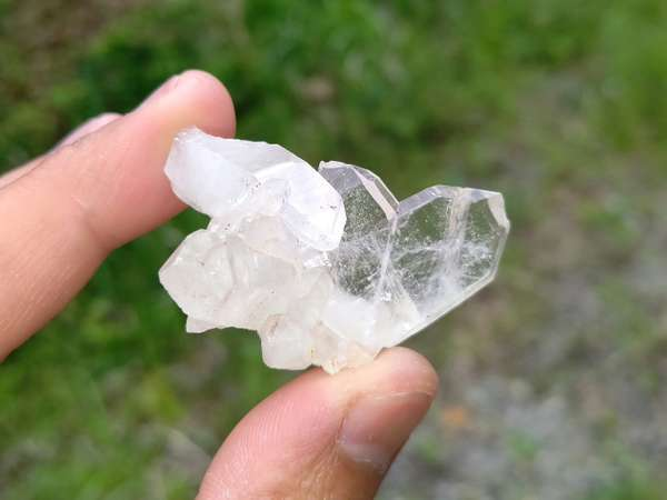 玉山探訪にて発見!ハート型の欠片が付いた可愛い水晶♪