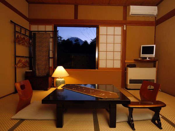*冬は天気がいいと、絵に描いたような幻想的な富士山がくっきりと眺められます。