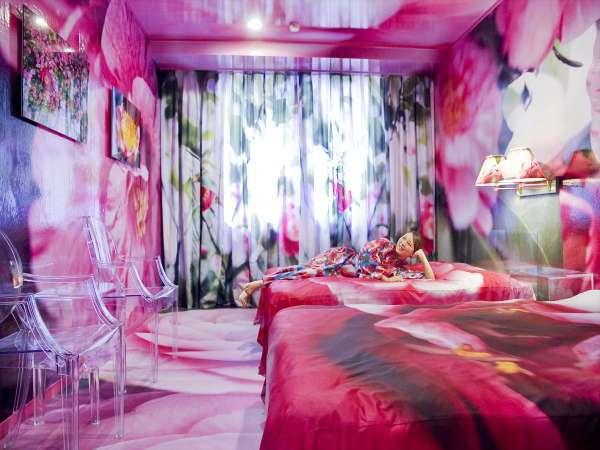【HOTEL HORIZONTAL★蜷川実花 】女性半額カップルプラン★レストランで旬会席Ψ