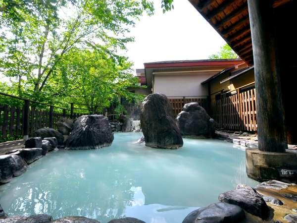 【混浴露天風呂】緑青を流し込んだような乳白色の湯