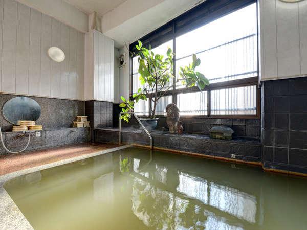 *女性用大浴場「美肌の湯」 湯治に適した泉質です。
