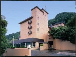 箱根湯本温泉郷を見渡す高台に位置する旅館