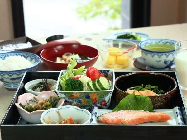 女将お手製の和朝食。ご飯が進みます。