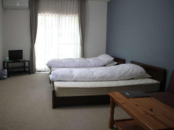 *洋室一例:お部屋は清潔を心がけております。ごゆっくりとおくつろぎください。
