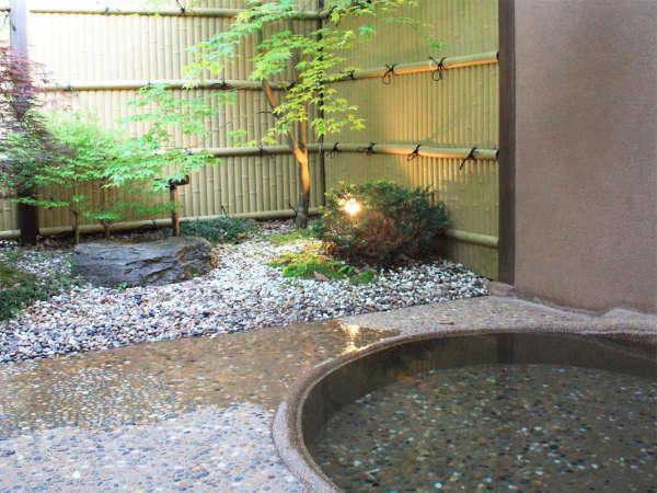 *露天風呂/一日の汗も疲れも流してリフレッシュ!※温泉ではございません。