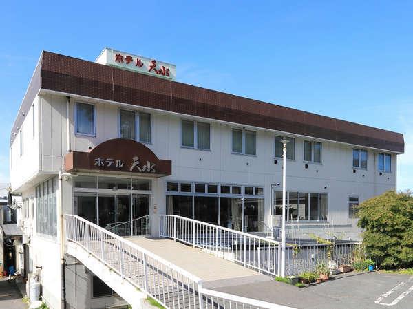 外観 *三沢駅より徒歩1分に佇む当館。ビジネスや観光の拠点にご利用下さい。