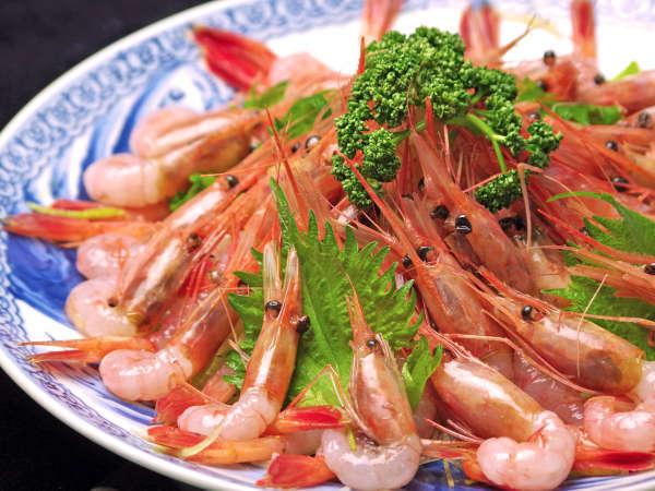 蟹が終ると、甘えびの本格シーズン。ご用意した甘えびの多さに皆様びっくりされます。
