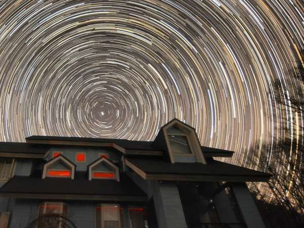 星の日周運動。庭から撮影。