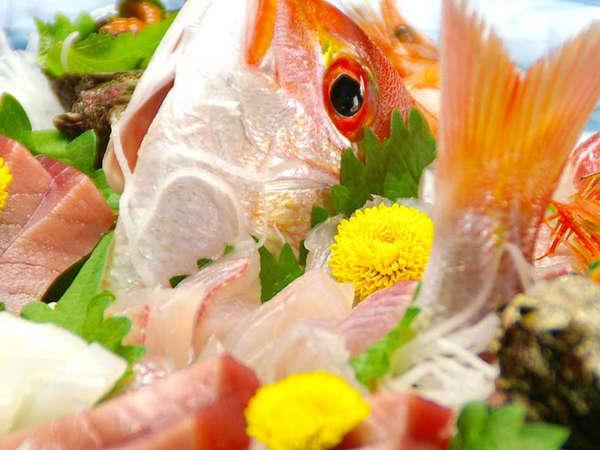 *朝捕れの新鮮海鮮が自慢です。新鮮さにタイムラグ無!!(写真は一例)