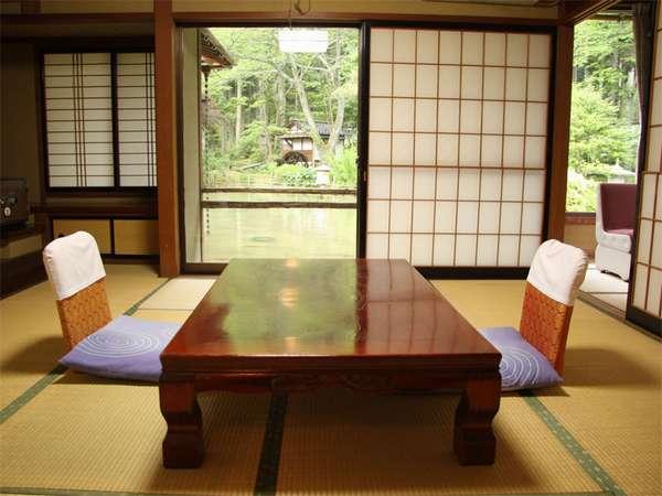 8畳+2畳の間が付いた和室です。池上に造られた珍しいお部屋です。