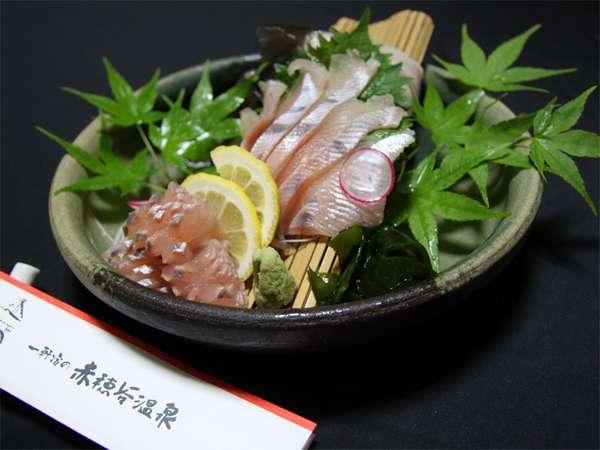【川魚】夏は鮎やニジマスなど新鮮な季節の川魚を使っております。