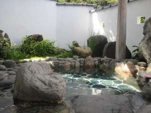 四季折々の風情ある露天風呂です。