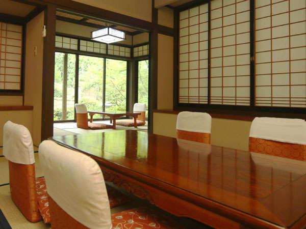 10畳+6畳の間が付いた離れのお部屋です。当館では一番広く、ファミリー向けのお部屋です。