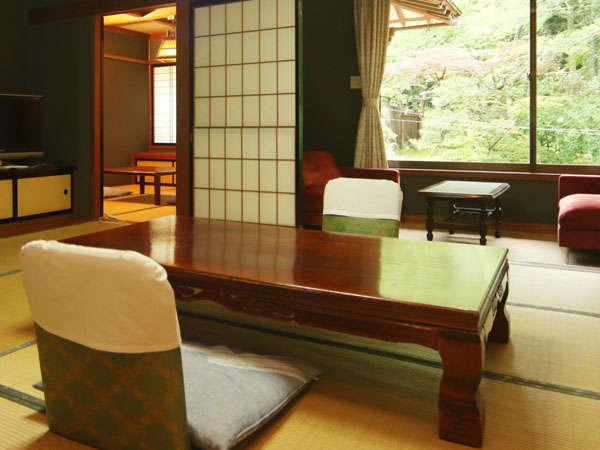 10畳+小部屋とソファーの間が付いた和室です。池上に造られた珍しいお部屋です。