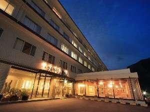 ◆ホテル外観、夜の風景◆
