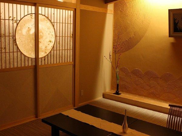 【月の間】「月」と「和」が織り成すモダンな源泉掛け流し温泉付客室