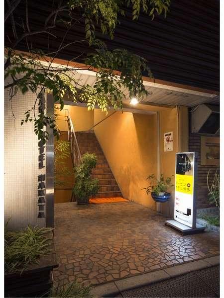 キャビンホテル博多の外観