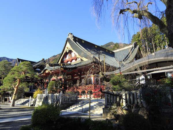 癒しとパワーチャージの身延山。久遠寺の朝のお勤めに、見学・参加いただけます。