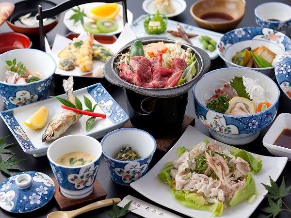 グレードUP★プランの夕食例(約13品)。国産和牛や天ぷら、豚の冷しゃぶなど品数もたっぷり