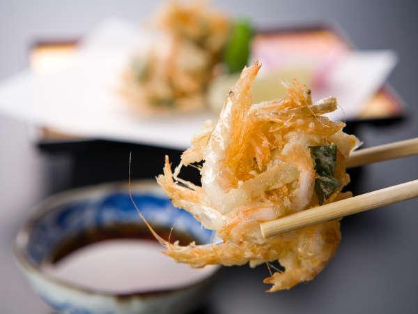 富山湾名産「白海老のかき揚げ」 海老の旨さが凝縮された最高の一品