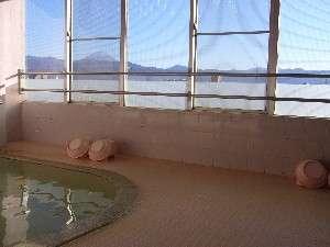 4階展望風呂からは、富士山が眺められます。特に朝焼けの富士山は感動的です(厳冬期に見れます)