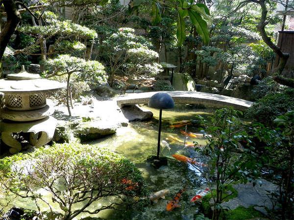 ■日本庭園■当館には自慢の日本庭園がございます♪窓からからご覧いただけるお部屋もございます。