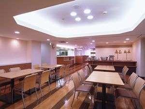 朝食会場(2階、6:30~09:00)