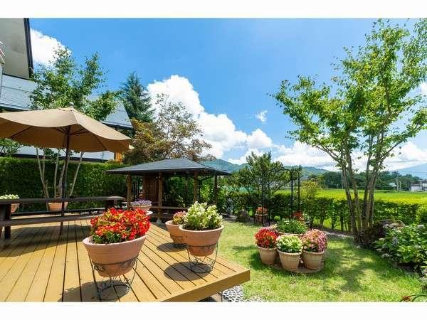 富士山ビューコテージには各棟プライベートの庭とBBQの東屋を完備