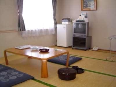 ◇ゆっくり寛ぐ和室約9畳(4名様定員・館内は浴衣でどうぞ。)
