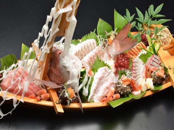 【大漁舟盛付】畳敷の大浴場♪お部屋食で和食会席膳!会津のコシヒカリ美味しいお米でおもてなし