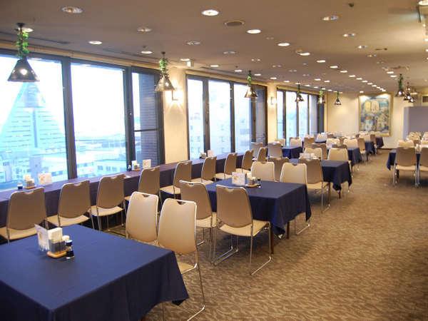 むつ湾や観光物産館アスパムを見渡せる最高のロケーションの朝食会場